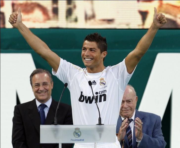 En 2009, Cristiano Ronaldo est transféré au Real Madrid en provenance de Manchester United. Quel a été le montant du transfert en millions d'euros ?