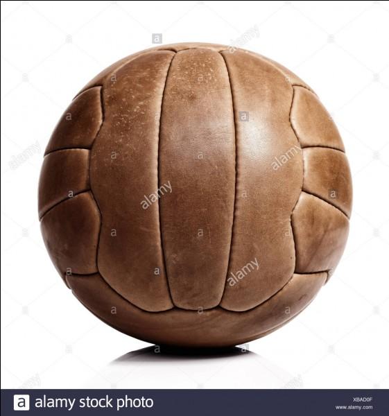 Quelle est la plus ancienne compétition de l'histoire du football professionnel ?