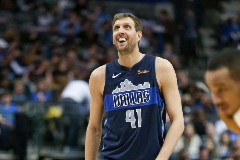 Quel est cet ancien basketteur allemand des Mavericks ?
