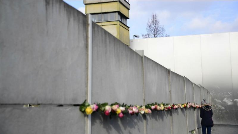 Il est impossible de parler de la guerre sans parler du mur de Berlin, quand fut-il construit ?