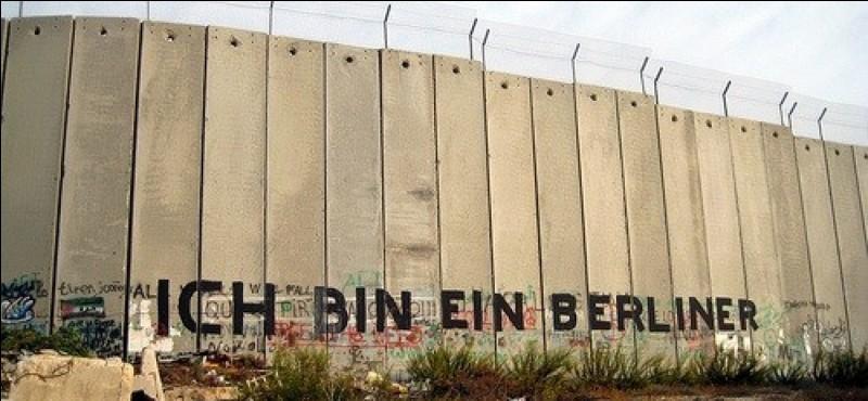 "Qui prononça la célèbre phrase ""Ich bin ein Berliner"" ?"