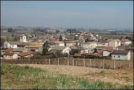 Je vous emmène à présent à Charentay. Village viticole et céréalier de l'arrondissement de Villefranche-sur-Saône, il se situe dans le département ...