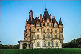 Je vous propose de partir à la découverte du château de Bon Hôtel, à Ligny-le-Ribault. Commune de la région agricole de la Sologne, dans l'aire urbaine Orléanaise, elle se situe dans le département ...