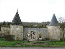 Je vous emmène à la découverte de la ferme fortifiée de Ponceaux, à Montreuil-sur-Brêche. Commune des Hauts-de-France, elle se situe dans le département ...