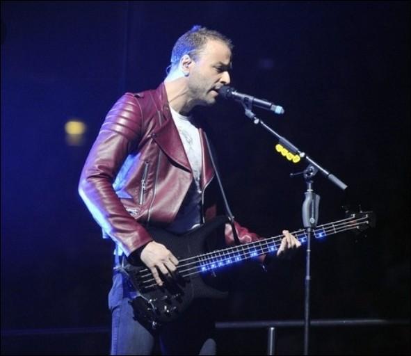 """Cas exceptionnels, deux titres sont chantés par le bassiste, Chris, en rapport avec son passé.L'une d'entre elles s'appelle """"Liquid State"""". De quoi parle-t-elle ?"""