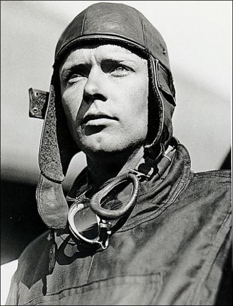 Charles Lindbergh, qui fut le premier à traverser l'Atlantique de New York à Paris sur le 'Spirit of Saint-Louis' en 1927, vola pendant ...
