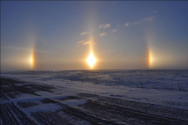 Phénomène optique atmosphérique marqué par l'apparition de deux répliques de l'image du soleil, placées horizontalement de part et d'autre de celui-ci.