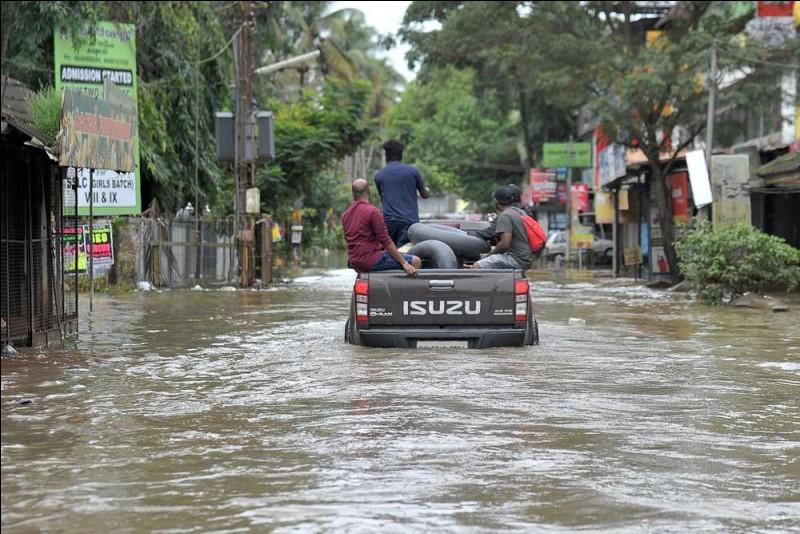 Phénomène climatique saisonnier qui correspond à une inversion des vents dominants sur une grande échelle dans l'océan indien, apportant des pluies abondantes.