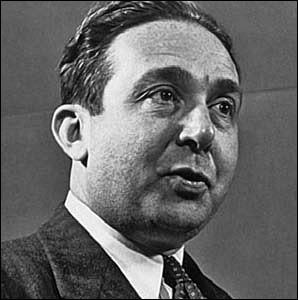 Physicien hongrois puis américain, il a déposé avec Enrico Fermi le brevet du réacteur nucléaire. puis participé au projet Manhattan. C'est ... Szilárd.