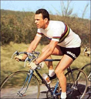 Cycliste belge, vainqueur de nombreuses classiques et trois fois champion du monde, en 1949, 1956 et 1957, c'est ... Van Steenbergen.