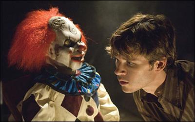 Cette marionnette-clown fait partie du film: