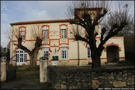 Petit village de 72 habitants, dans le parc naturel régional des Pyrénées ariégeoises, Bédeille se situe en région ...