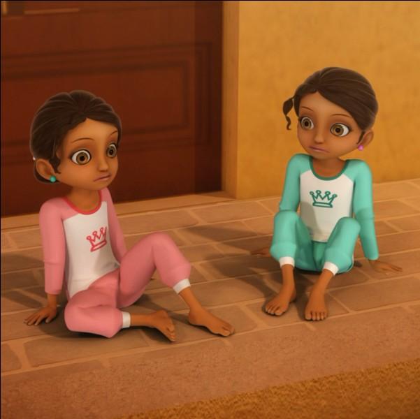 Comment s'appellent les petites sœurs jumelles d'Alya ?