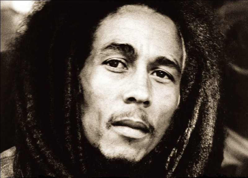 Dans quel genre musical le reggae trouve-t-il ses racines ?