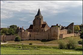 Aujourd'hui, nous commençons notre balade dans l'Allier, à Ainay-le-Château. Nous sommes dans l'ancienne région ...