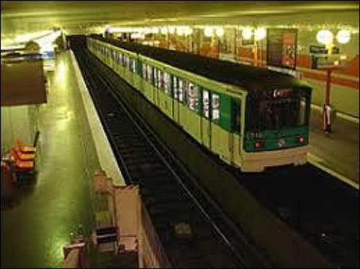 Mise en service le 25 avril 1985, ''Bobigny-Pablo Picasso'' est une station qui se situe sur la ligne 5, dont elle est le terminus nord.De ces trois tableaux, lequel n'est pas de Pablo Picasso mais de Marcel Duchamp ?