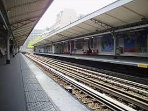 ''Bel-Air'' est une station de la ligne 6, qui fut mise en service en 1909. Fermée en 1939 pour cause de guerre, elle ne rouvrit pas à la libération comme les autres. En quelle année fut-elle enfin ré-ouverte mon général ?