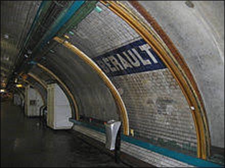Située à la limite des communes de Saint-Mandé et de Vincennes, la station Bérault se trouve sur la ligne 1. Ouverte en 1934, elle reprend le nom de la personnalité précédemment citée, à qui une place est dédiée à Vincennes. Qui était ce fameux Bérault ?