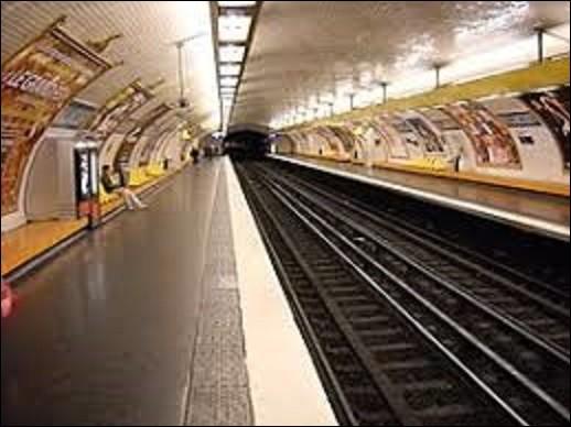 ''Billancourt'' est une station de la ligne 9 qui fut ouverte le 3 février 1934. Devant son nom à la rue éponyme qui était autrefois un ancien écart de la paroisse d'Auteuil, c'est aujourd'hui un quartier de la ville de Boulogne-Billancourt. Dans quel département se situe cette ville ?