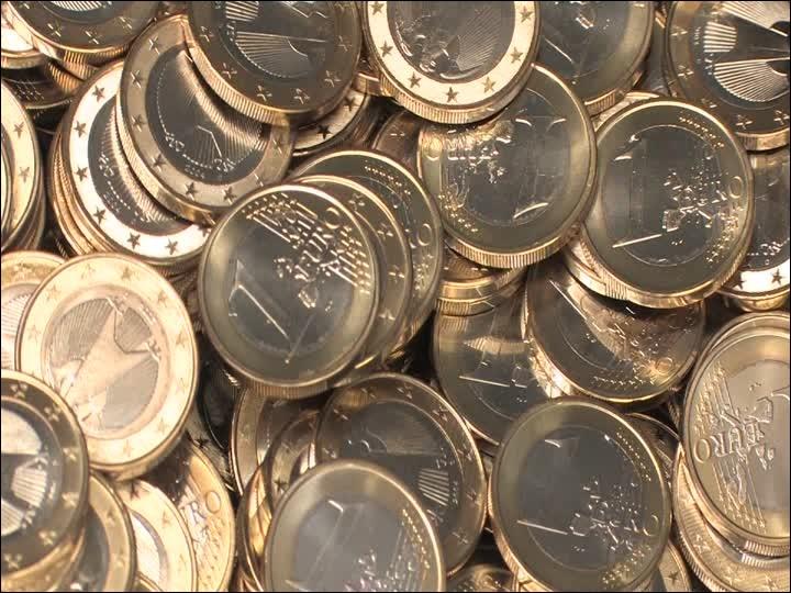 """Trois pièces de monnaie sont jetées en même temps. Quelle est la probabilité d'obtenir exactement trois """"faces"""" ?"""