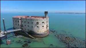 Dans quel département français se situe le Fort Boyard ?