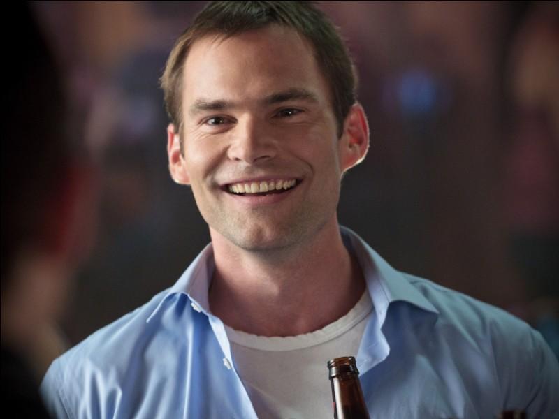 Qui joue le rôle de Steve Stifler ?