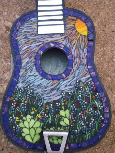 """Il chantait """"Le long des autoroutes, il y a de beaux paysages, j'ai ma guitare dans l'dos, et pas un rond pour l'voyage"""" :"""