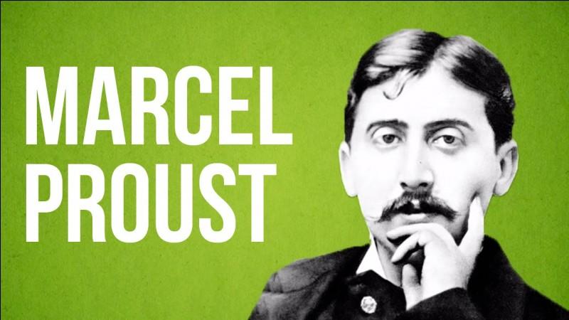 Quel gâteau est associé au nom de Marcel Proust ?