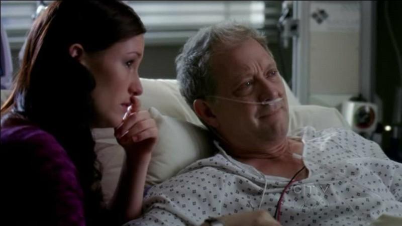 Lors de la saison 8, dans l'épisode alternatif, on apprend par Lexie que Tatcher est mort. De quoi est-il mort ?