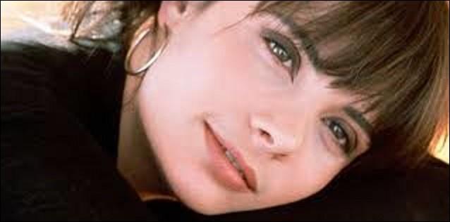 Dans la nuit du 26 au 27 juillet 2003, à Vilnius, où elle tourne le téléfilm ''Colette'', elle se dispute avec son compagnon Bertrand Cantat dans leur chambre d'hôtel. Celui-ci la blesse grièvement à la tête. Rapatriée en urgence à l'hôpital de Neuilly-sur-Seine, elle y décède des suites d'un œdème cérébral le 1er août. De quel pays Vilnius est-elle la capitale ?