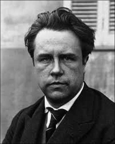 Paul Couturier, connu sous le pseudonyme Paul Vaillant-Couturier, est un homme politique qui a participé à la fondation du Parti communiste français. Né le 8 janvier 1892 à Paris, il est aussi un écrivain et journaliste. Député de la Seine du 16 novembre 1919 à sa mort d'un infarctus du myocarde le 10 octobre 1937, il fut également de 1929 à son décès maire d'une ville du Val-de-Marne. Laquelle ?