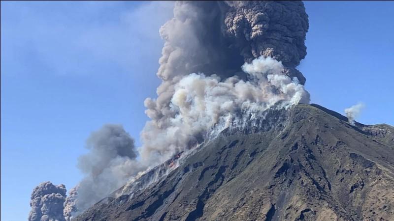 Quel volcan italien a fait un mort lors de son éruption, le 3 juillet 2019 ?