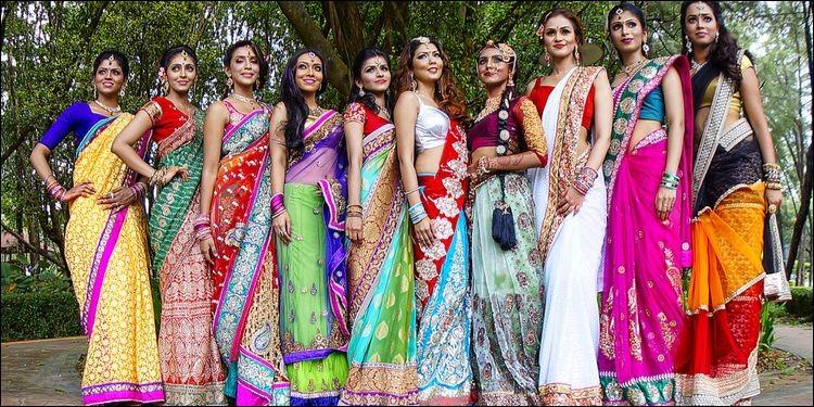 Quel est le nom du vêtement féminin porté traditionnellement par les femmes originaires d'Asie du Sud, (principalement en Inde, au Népal, au Bangladesh, au Sri Lanka... ) ?