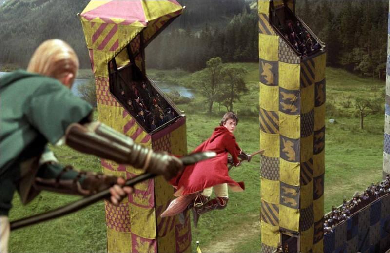 Le quidditch est le sport emblématique de la saga Harry Potter. Dans ce jeu, une balle est décisive. Quel est son nom ?