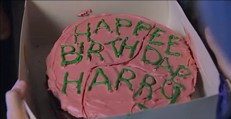 Dans le premier tome, quel personnage vient chercher Harry chez les Dursley ?