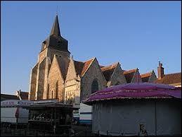 Aujourd'hui, notre balade commence à la fête patronale d'Arrou. Nous sommes dans le Centre-Val-de-Loire, dans le département ...