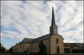 Nous sommes devant l'église Saint-Étienne-Saint-Mélaine des Brulas. Commune Bretillienne, elle se situe en région ...