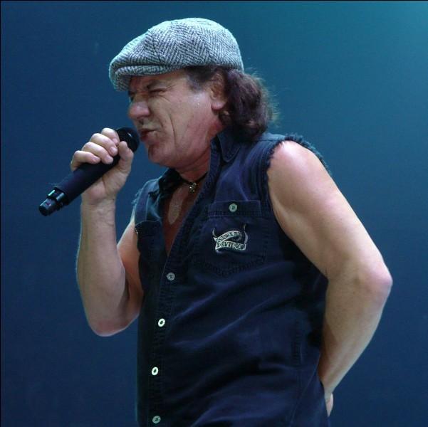 Comment s'appelle le chanteur principal d'AC/DC ?