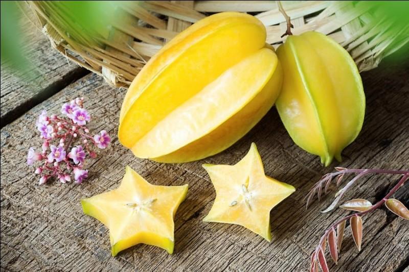 Puis voici un fruit très décoratif dont la découpe fait des étoiles !
