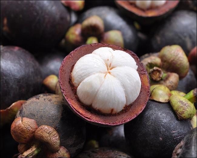 Quel est ce fruit, originaire d'Indonésie, dont la chair de couleur nacrée est désaltérante, et qui surprendra vos invités ?