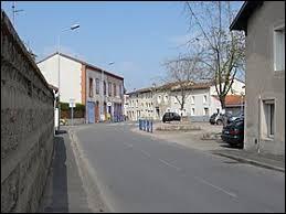 Je vous emmène dans le Forez, à Chambéon. Commune d'Auvergne-Rhône-Alpes, dans l'arrondissement de Montbrison, elle se situe dans le département ...