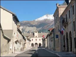 Je vous propose de partir en région P.A.C.A. à la découverte de Mont-Dauphin. Commune fortifiée par Vauban, d'ailleurs membre du réseau des sites majeurs de Vauban, elle se situe dans le département ...