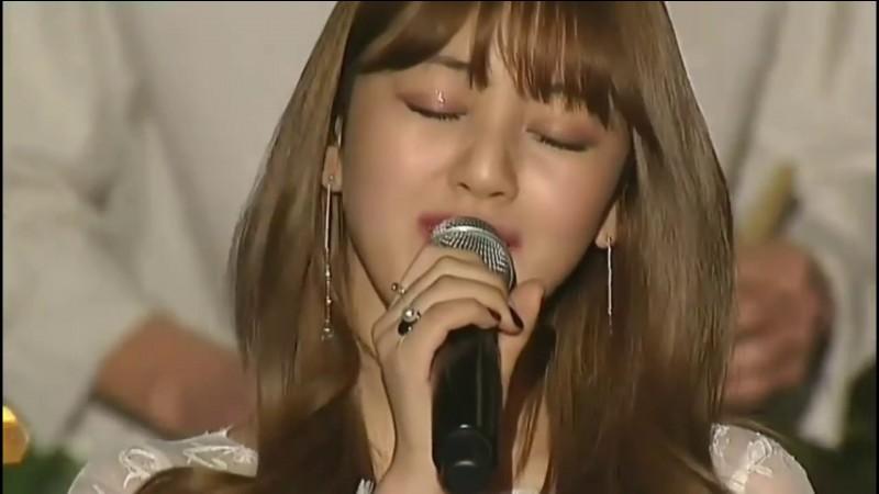 Quelle membre a chanté TT en version accoustique avec Jihyo de ''Twice'' ?