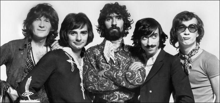 Dans la chanson des Charlots, sortie en 1967, de quoi Paulette est-elle la reine?