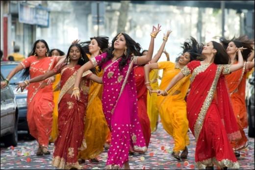 En Inde, quel nom porte le costume traditionnel féminin composé de soie ou de coton?