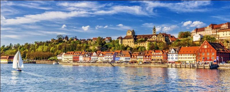 Quels pays se partagent les rives du lac de Constance?