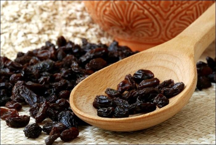 A quelle ville de Grèce peut-on associer une variété de raisins secs?