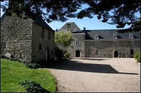 Je vous propose de partir en Bretagne à la découverte du château du Bois de la Roche de Garlan. Commune de l'arrondissement de Morlaix, elle se situe dans le département ...