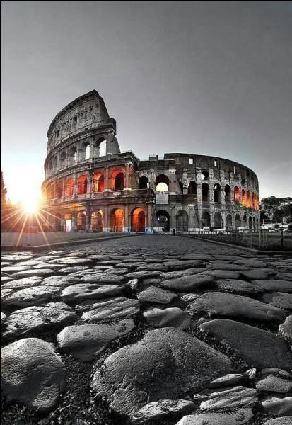 Sous quel empereur, resté célèbre pour la prise de Jérusalem, Rome a-t-elle été incendiée en l'an 80.