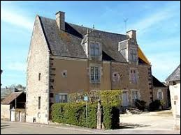 Nous terminons notre promenade devant le prieuré Saint-Martin de Sougé-le-Ganelon. Nous sommes dans les Pays-de-la-Loire, dans le département ...
